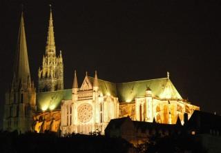 http://www.nd-chretiente.com/dotclear/public/.France_Eure_et_Loir_Chartres_Cathedrale_nuit_02_s.jpg